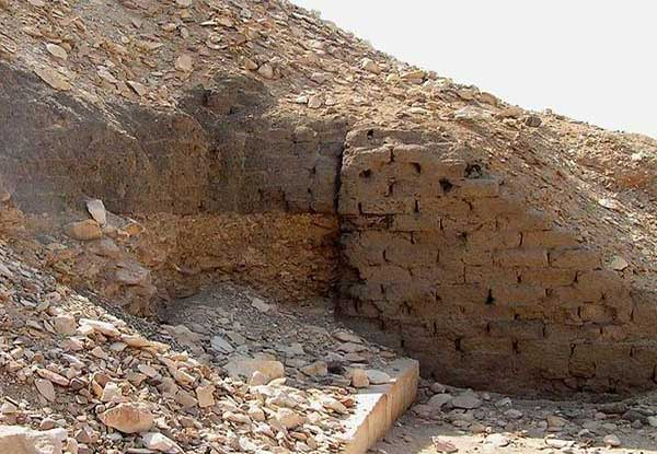 древний кирпич
